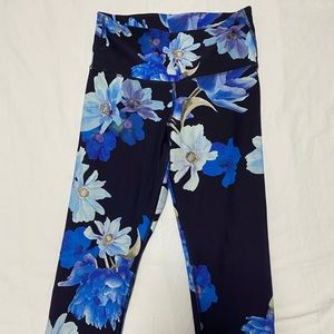 High-waisted Old Navy athletic leggings